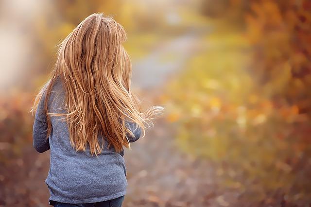 Come rimediare alla caduta dei capelli: causa e soluzioni